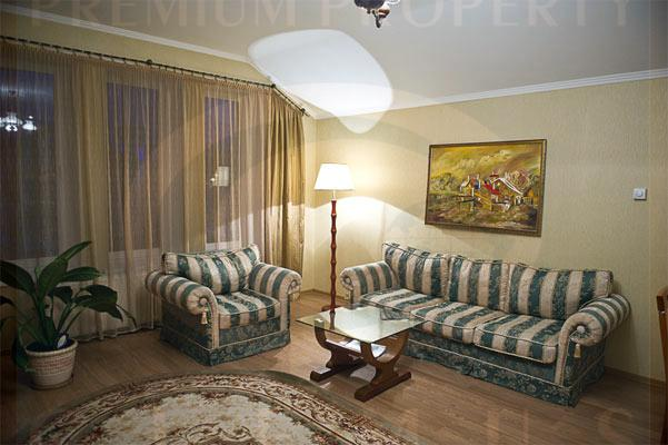 Quiet, Charming flat in the Embassies area