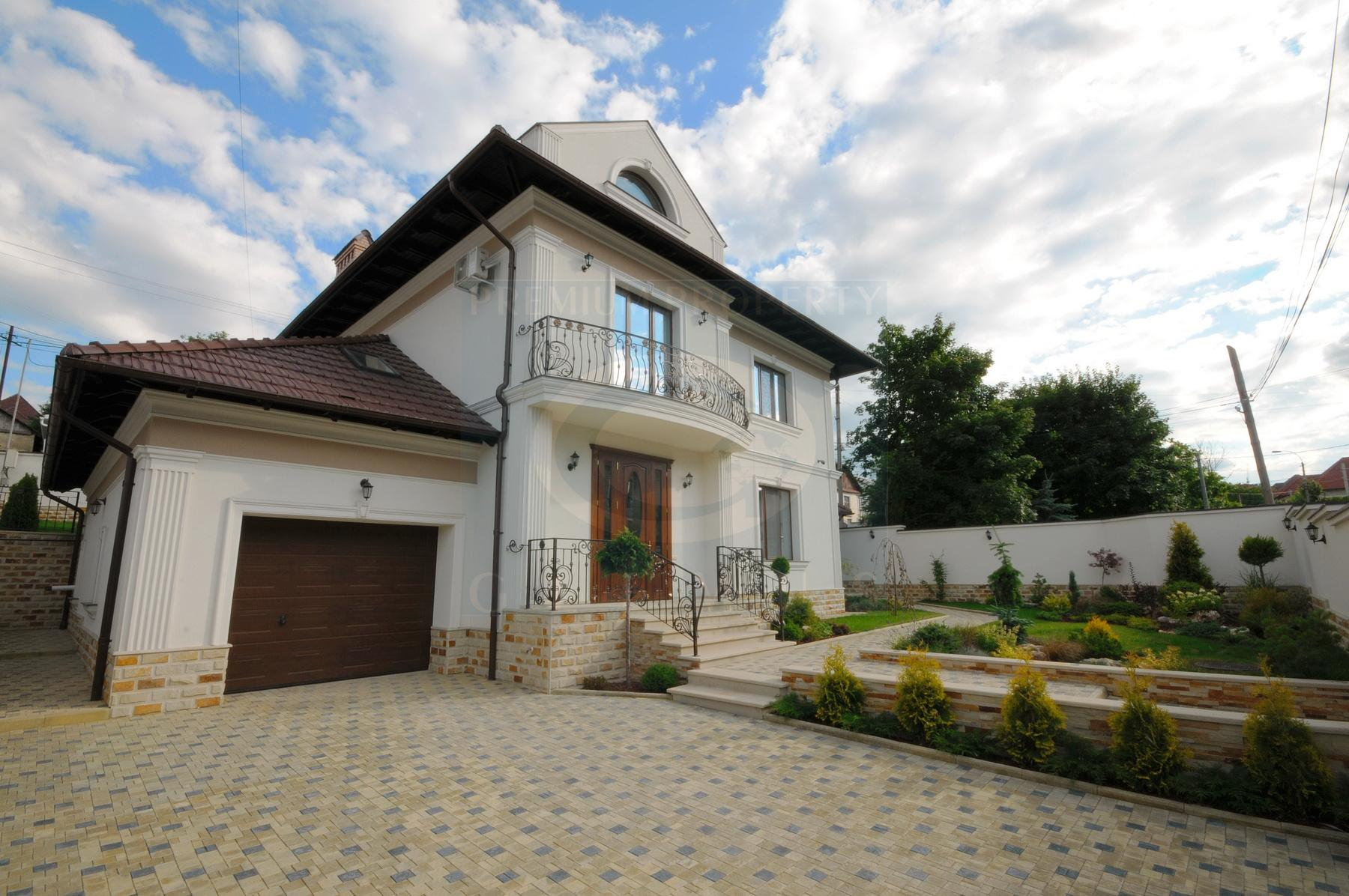 Three-bedroom house with a large living room in Telecentru area.