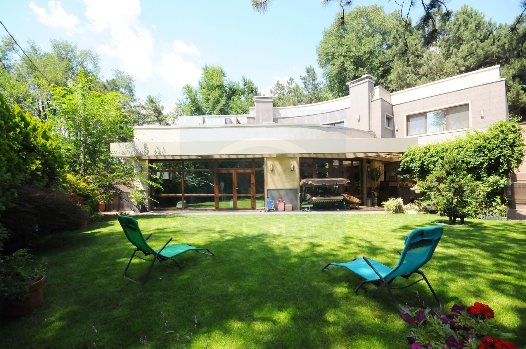 Irresistable modern mansion near Circus