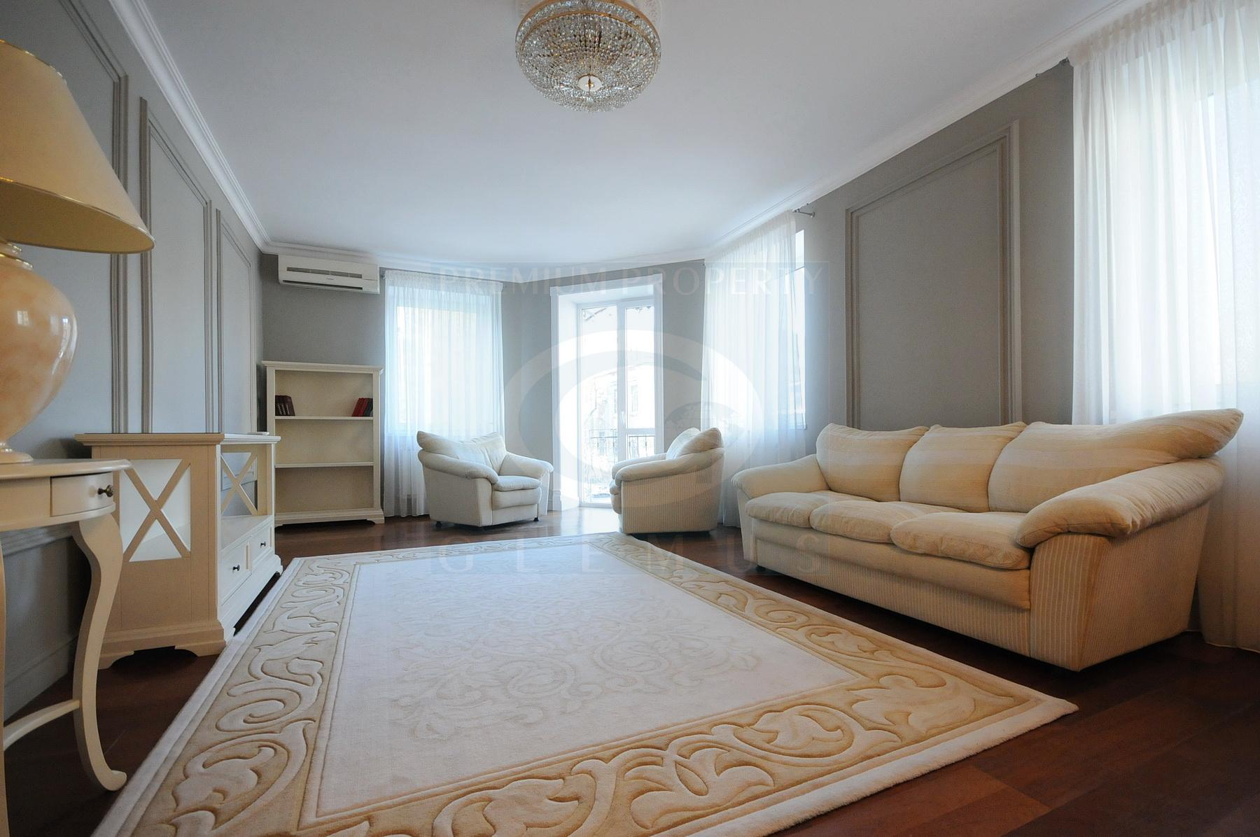 Stylish apartment with a view over the Eminescu Theater